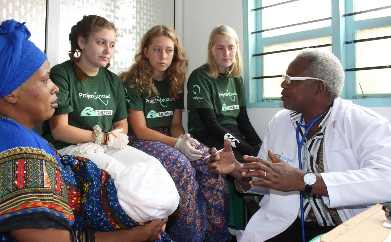 Students gain medical work experience in Africa by observing a local doctor
